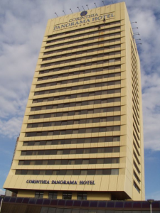 Čištění fasády Panorama hotelu Corinthia
