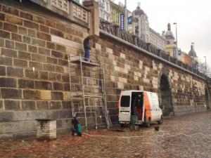 Injektáž dutin za kyklopským zdivem Rašínova nábř. v Praze Tesan 1
