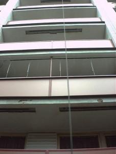 UHLÍKOVÉ VÝZTUŽE TESAN zpevneni lodzii paneloveho domu uhlikovymi lamelami