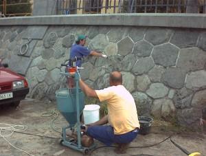 cementová injektáž za kyklopským zdivem